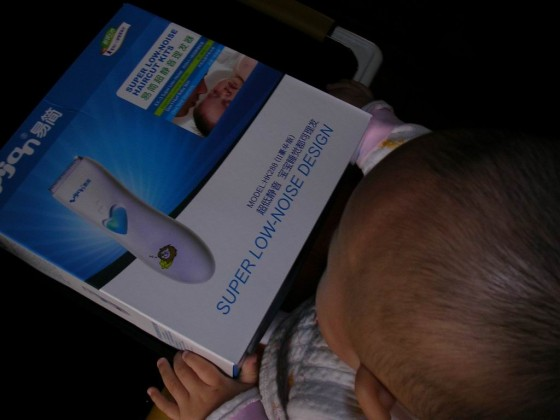 易简超静音理发器 宝宝理发的最佳选择
