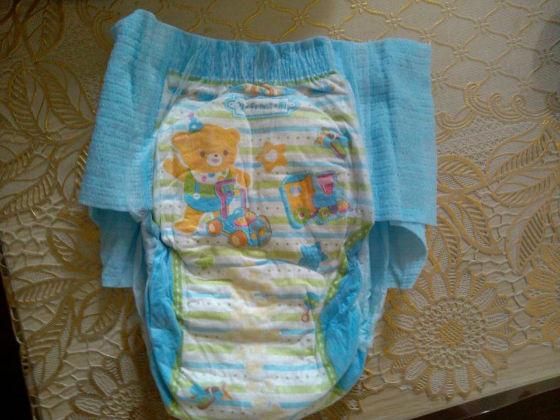 拉拉裤的前面可爱的卡通熊